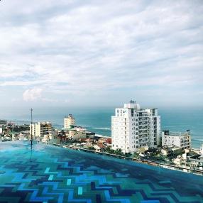 mandarina colombo, infinity pool colombo, rooftop pools, views of colombo, tropical getaway, island city